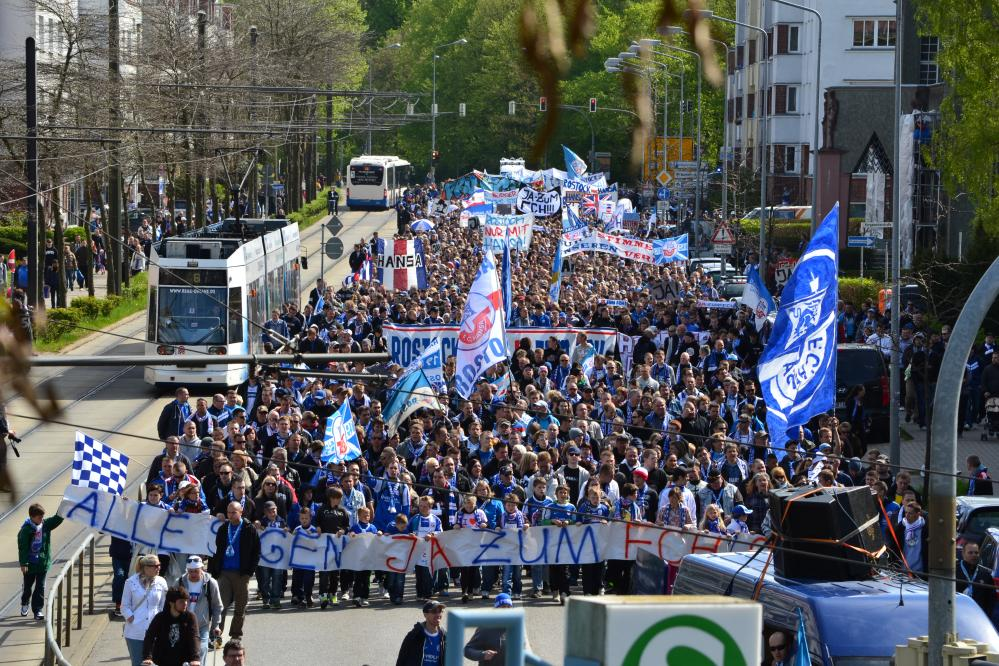 Demonstration mit Kundgebung von FC-Hansa-Fans